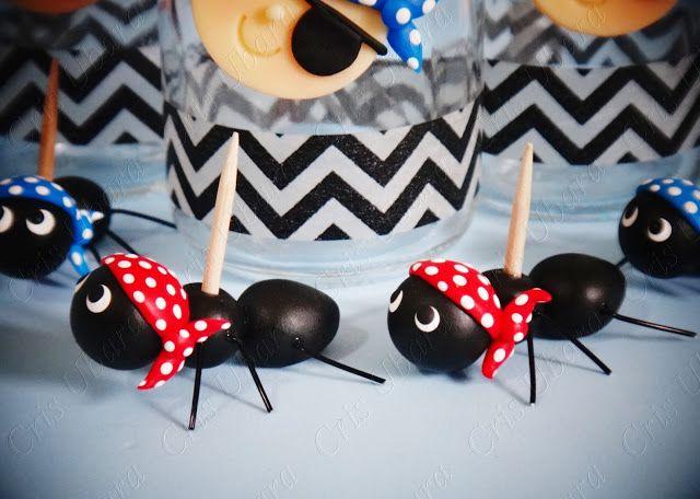 Cris Ubara - Biscuit para festas: Formiga piratinha (porta docinho)