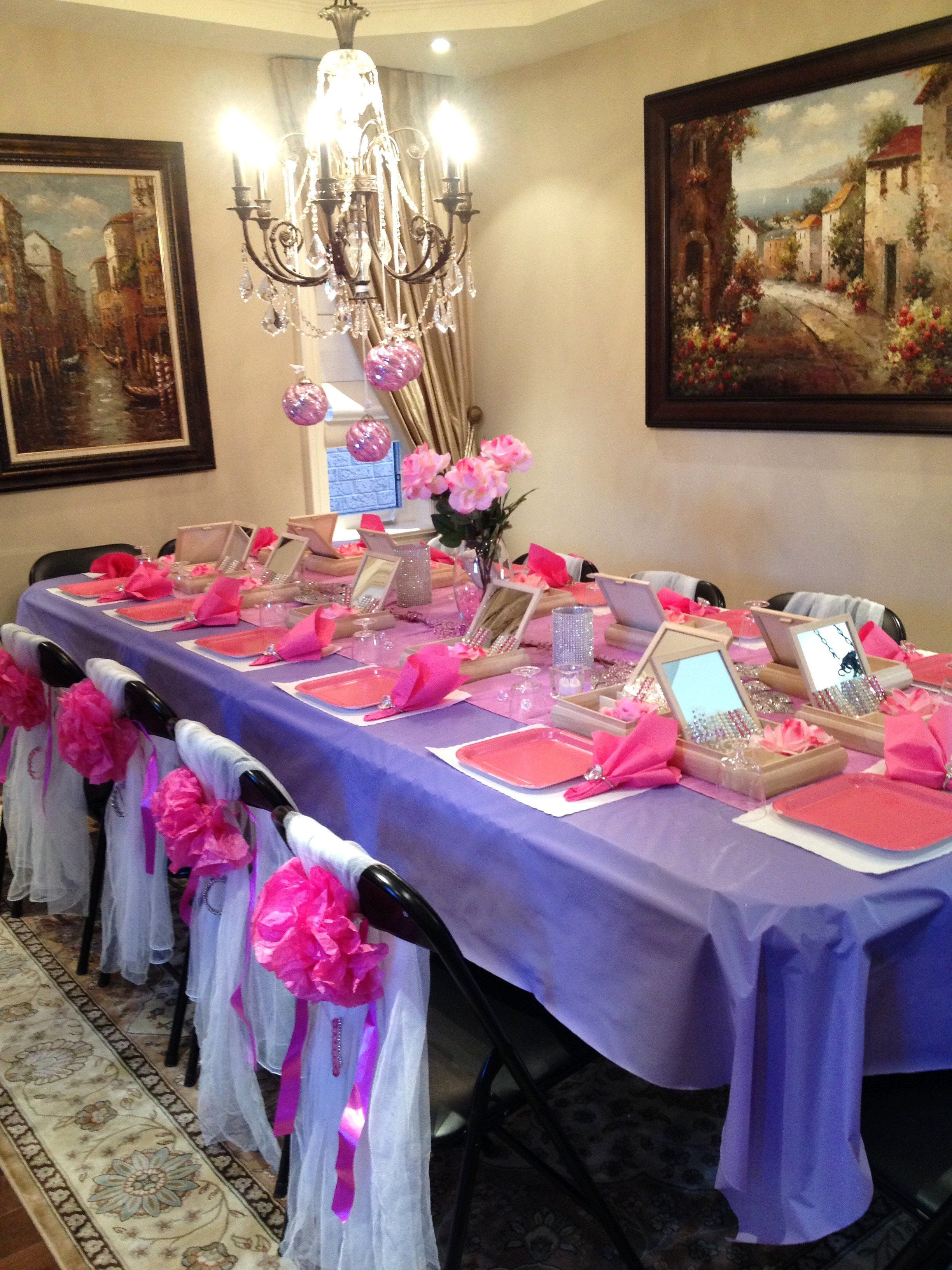this momma went all out! she created a beautiful table display to go