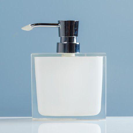 Contemporaneidad de estilo único, resaltada a través de la belleza de sus materiales. Por su forma y acabado se integrará perfectamente con el resto de tus accesorios de baño. Adquiere el resto de la línea Smola.