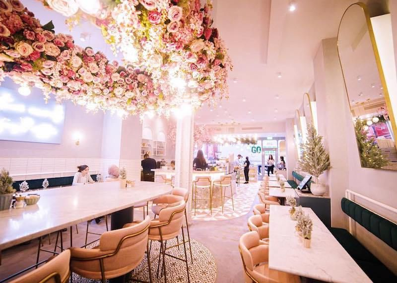 Elan Cafe Brompton Road Near the V&A - it\'s a whole pink cafe ...