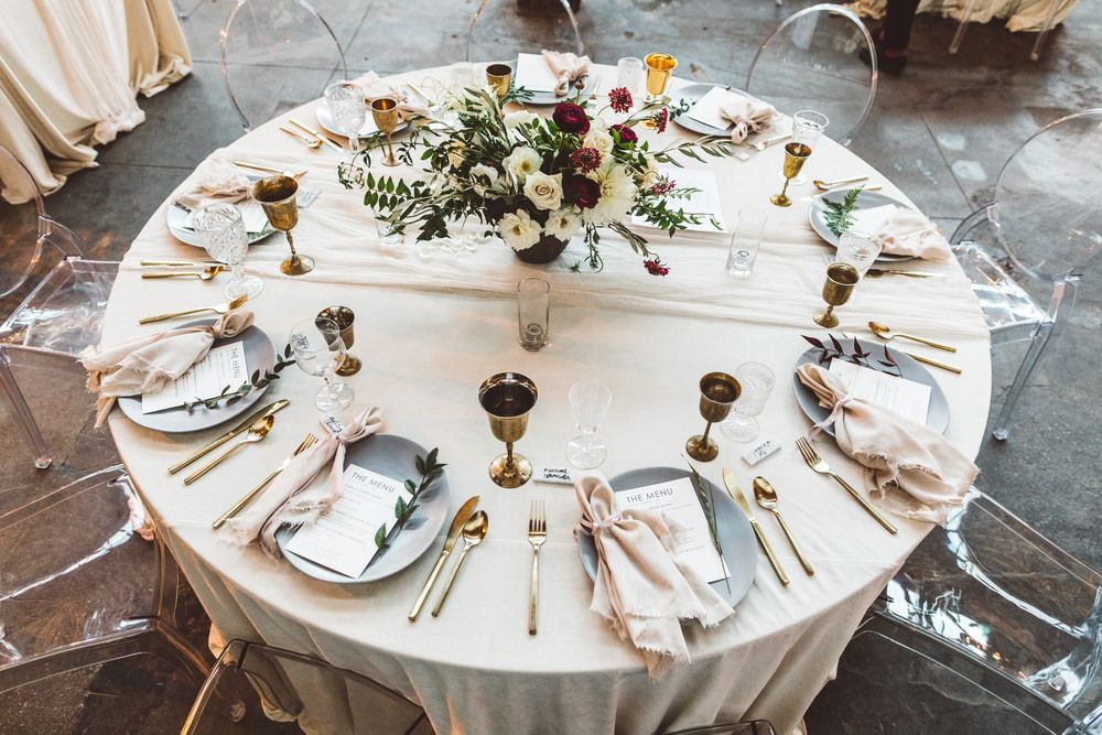 Chiffon Runner On Round Table Tone On Tone Wedding Event Table Linen Brass Gobelets Fray Table Runners Wedding Wedding Table Linens Round Table Centerpieces