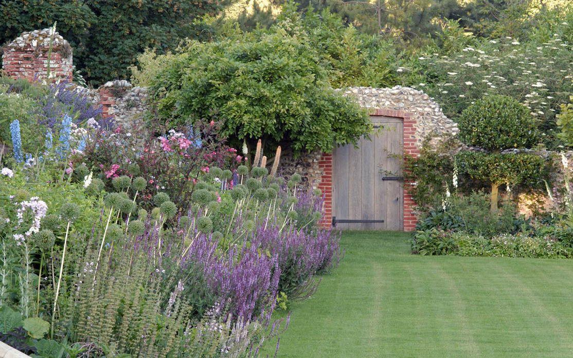 A Garden In Norfolk   Arne Maynard Garden Design