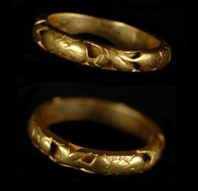 medieval openwork gold wedding ring 006484 - Medieval Wedding Rings