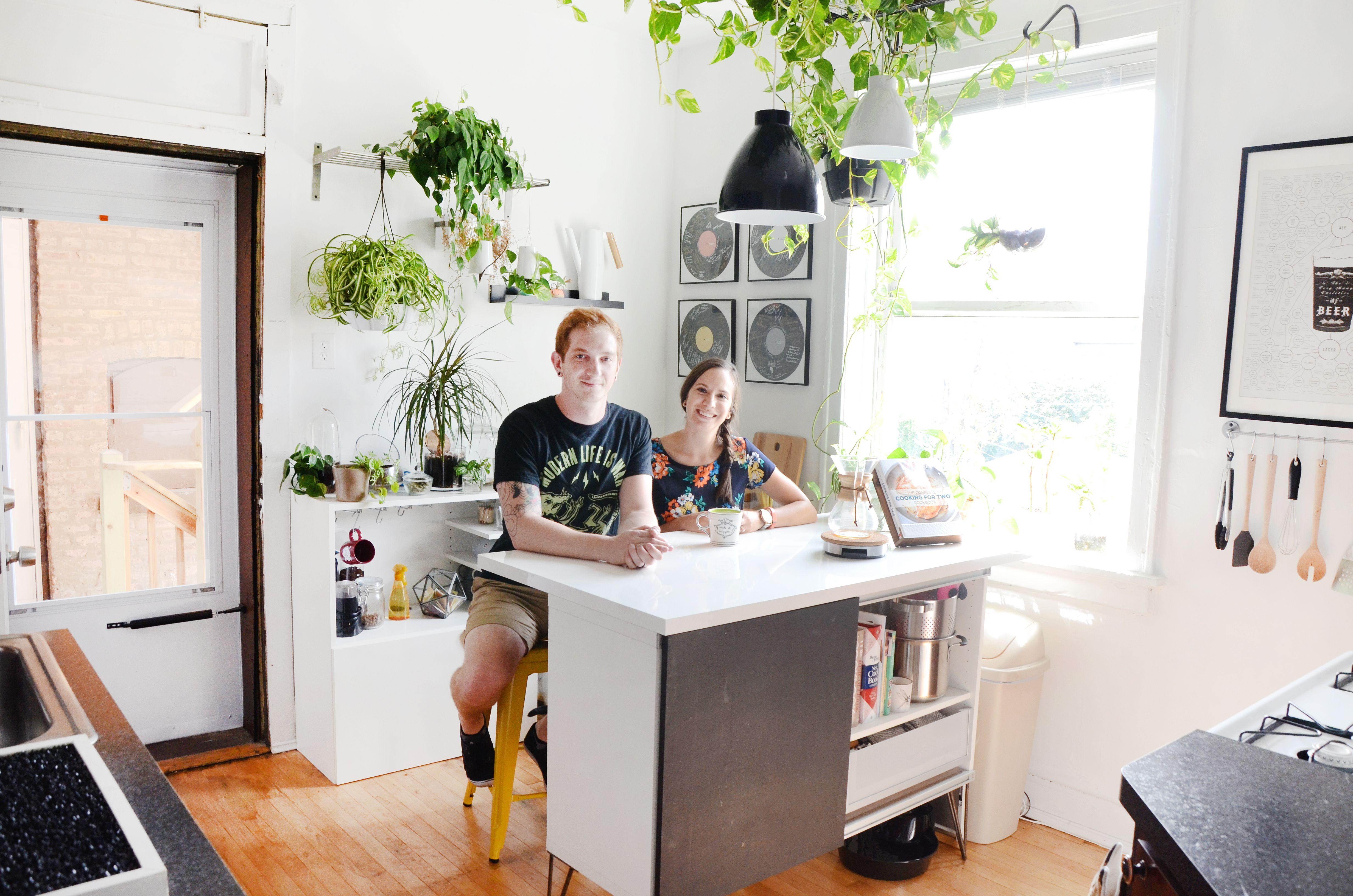 House Tour: A Bright Organic Modern Chicago Apartment   Apartments ...