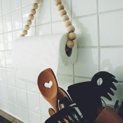 holzkugel aufh ngung f r die kuechenrolle diy aus holzperlen diy pinterest holzkugeln. Black Bedroom Furniture Sets. Home Design Ideas