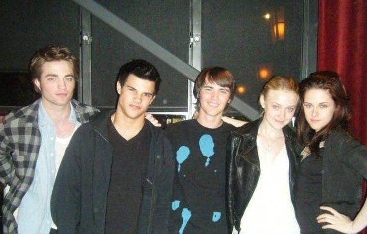 Twilight 20 Behind The Scenes Photos That Completely Change New Moon Twilight Twilight Saga Robert Pattinson Twilight
