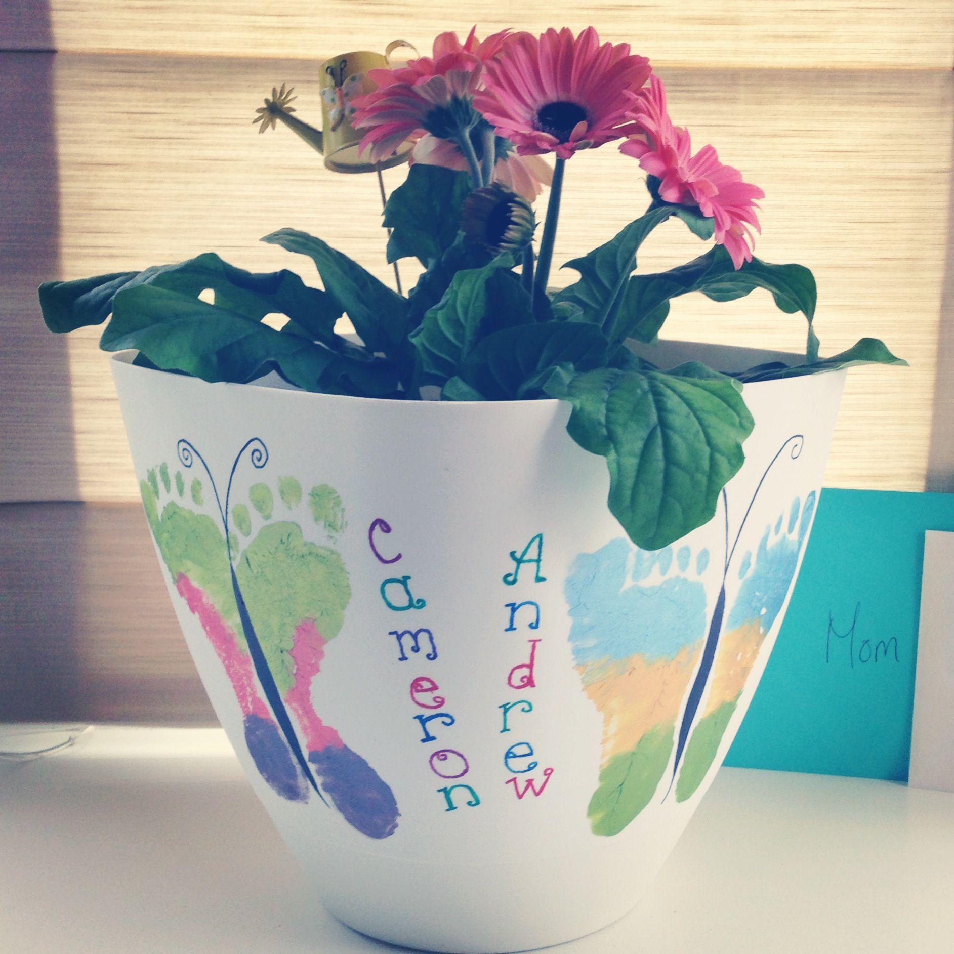 Mother's Day footprint flowerpot.