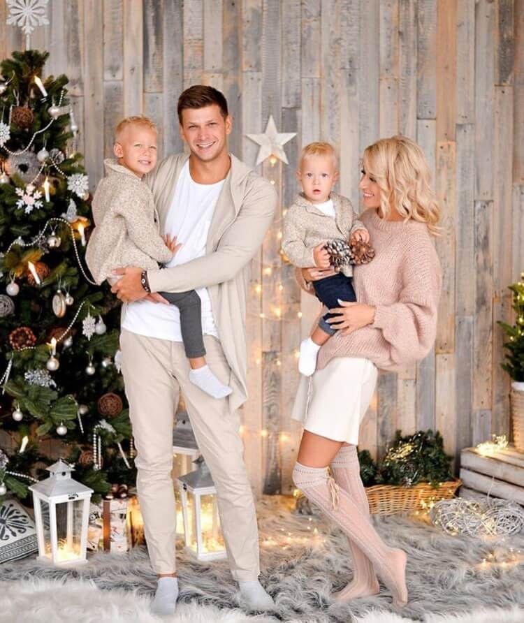 How to nail family Christmas photo? Fun photoshoot