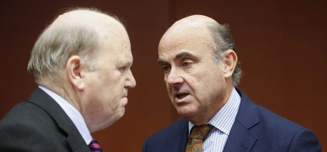 Bruselas sospecha que Irlanda acordó un régimen fiscal ilegal con el gigante estadounidense para que dos de sus filiales en el país paguen menos impuestos.