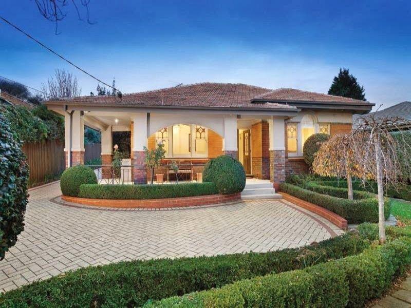 Brick californiano bungalows casa exterior con porche y for Fachadas de casas con porche