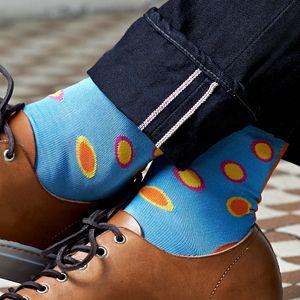 Funky socks SIX – Farbtupfer auf Himmelblau