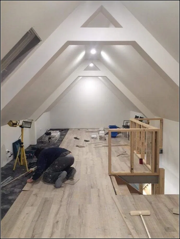 Pin By קרולינה דויד On Dizajn Interera Attic Rooms Attic Renovation Attic Master Bedroom