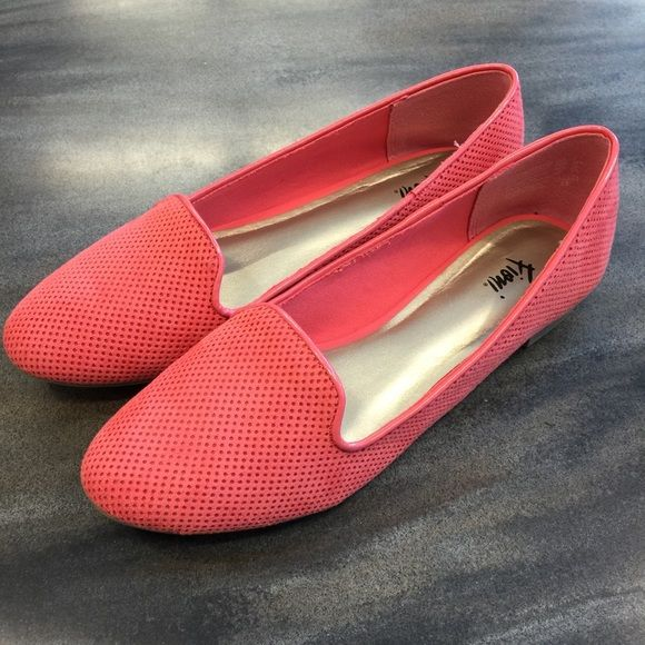 Coral flats Fun summer coral flats size 7 barely worn like new! FIONI Clothing Shoes Flats & Loafers