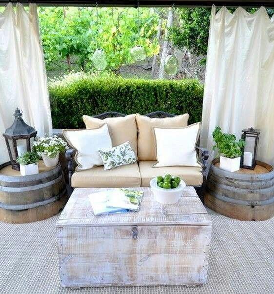 So Sind Die Möbel Auch Ein Bisschen Vor Wettereinflüssen Geschützt Und Die  Outdoor Möbel Behalten Ihren Charme. Hier Fühlt Man Sich Wie Im Zweiten ...