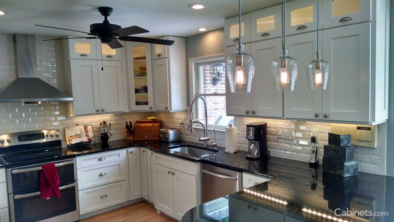 Idea By Jiya Parasher On Kitchen White Modern Kitchen Kitchen Cabinet