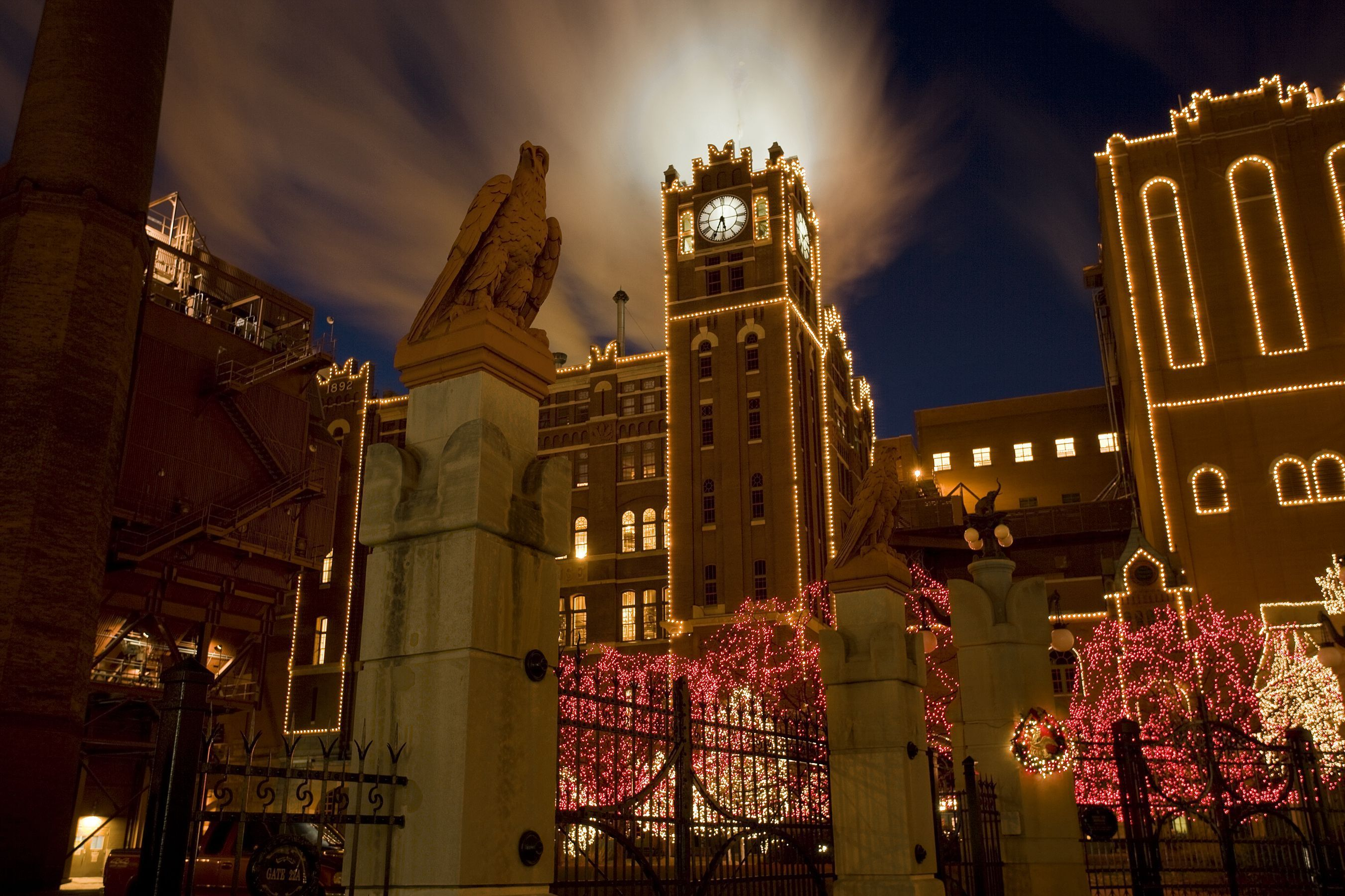 view a beautiful holiday lights display at the anheuser busch brewery in st louis