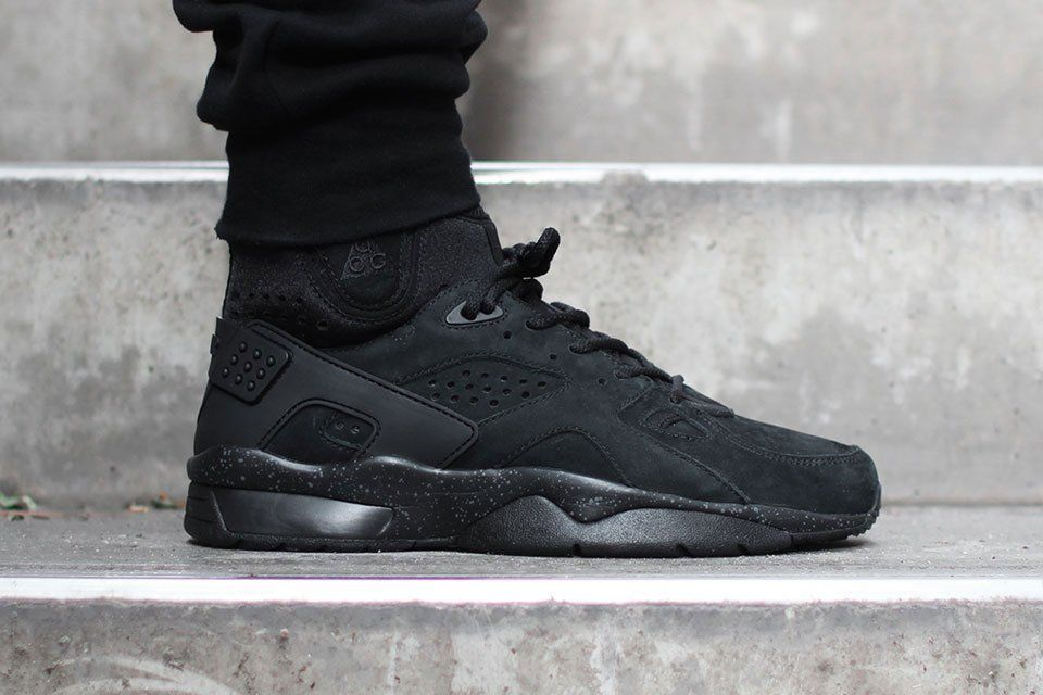 nike air huarache with joggers