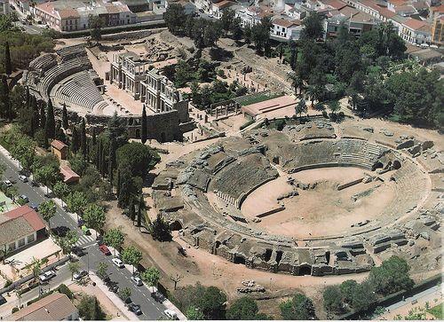 El Teatro romano de Mérida es un teatro histórico levantado por la Antigua Roma en la colonia Augusta Emerita, actual Mérida (España). Su creación fue promovida por el cónsul Marco Vipsanio Agripa y, según fecha inscrita en el propio teatro, su inauguración se produjo hacia los años 16—15 a. C. «Príncipe entre los monumentos emeritenses»