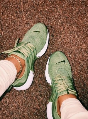 new style 00387 ac043 VSCO - madisongenco - Collection Green Nike Shoes, Nike Green, Nike Tennis  Shoes,