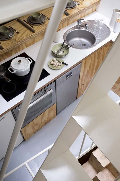 appartement paris un 25m2 atypique plein d 39 ing niosit pinterest small spaces tiny houses. Black Bedroom Furniture Sets. Home Design Ideas