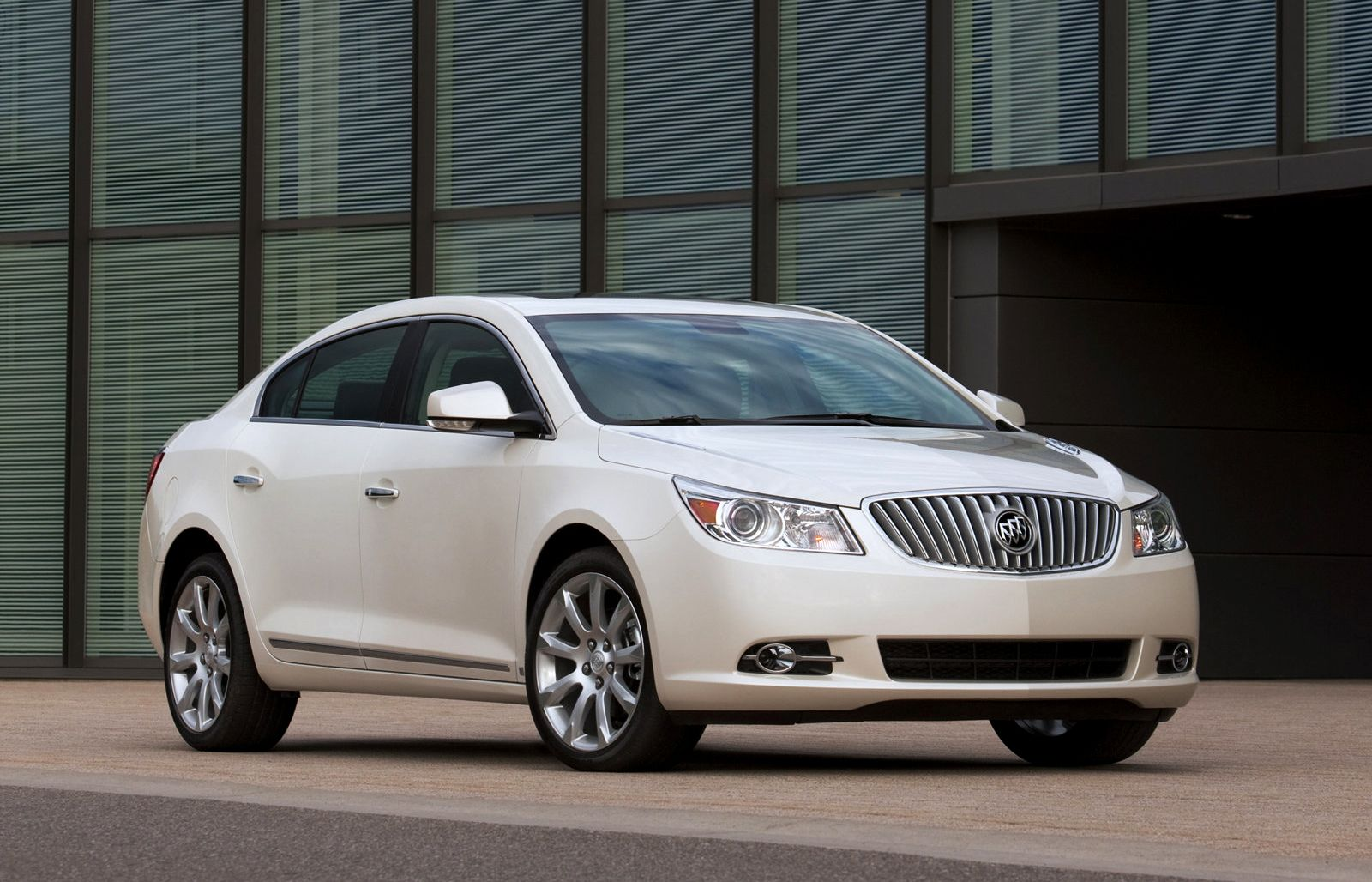 2012 Buick Lacrosse Eassist Pearl White Photo 2012 Buick Lacrosse Eassist Pearl White Close Up View Buick Lacrosse Buick 2012 Buick Lacrosse