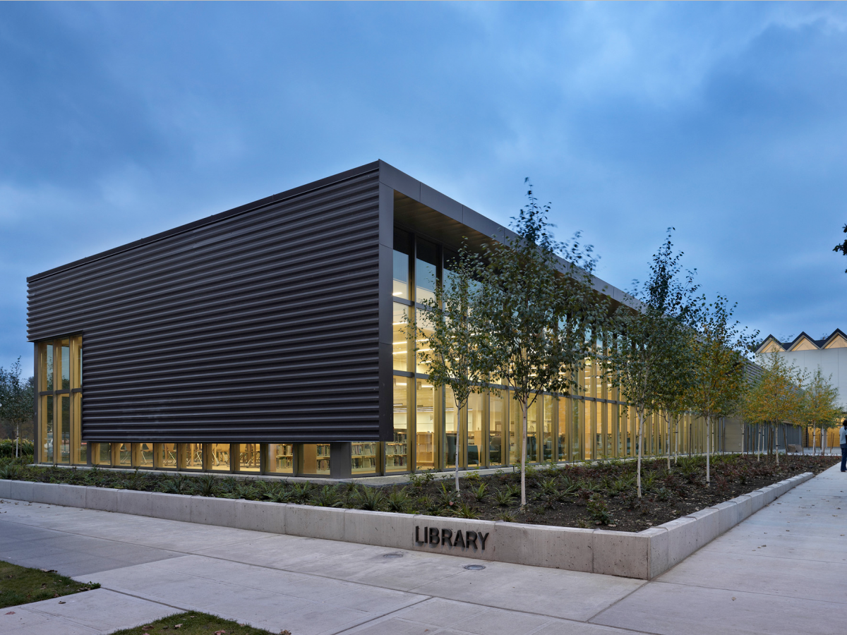 12 Of The Most Beautiful Schools Around The Us Architecture Facade Architecture Architecture Exterior