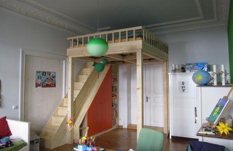 Kinderzimmer mit hochbett  Hochbett im Kinderzimmer / dein-tischler-leipzig.de | Kinderzimmer ...