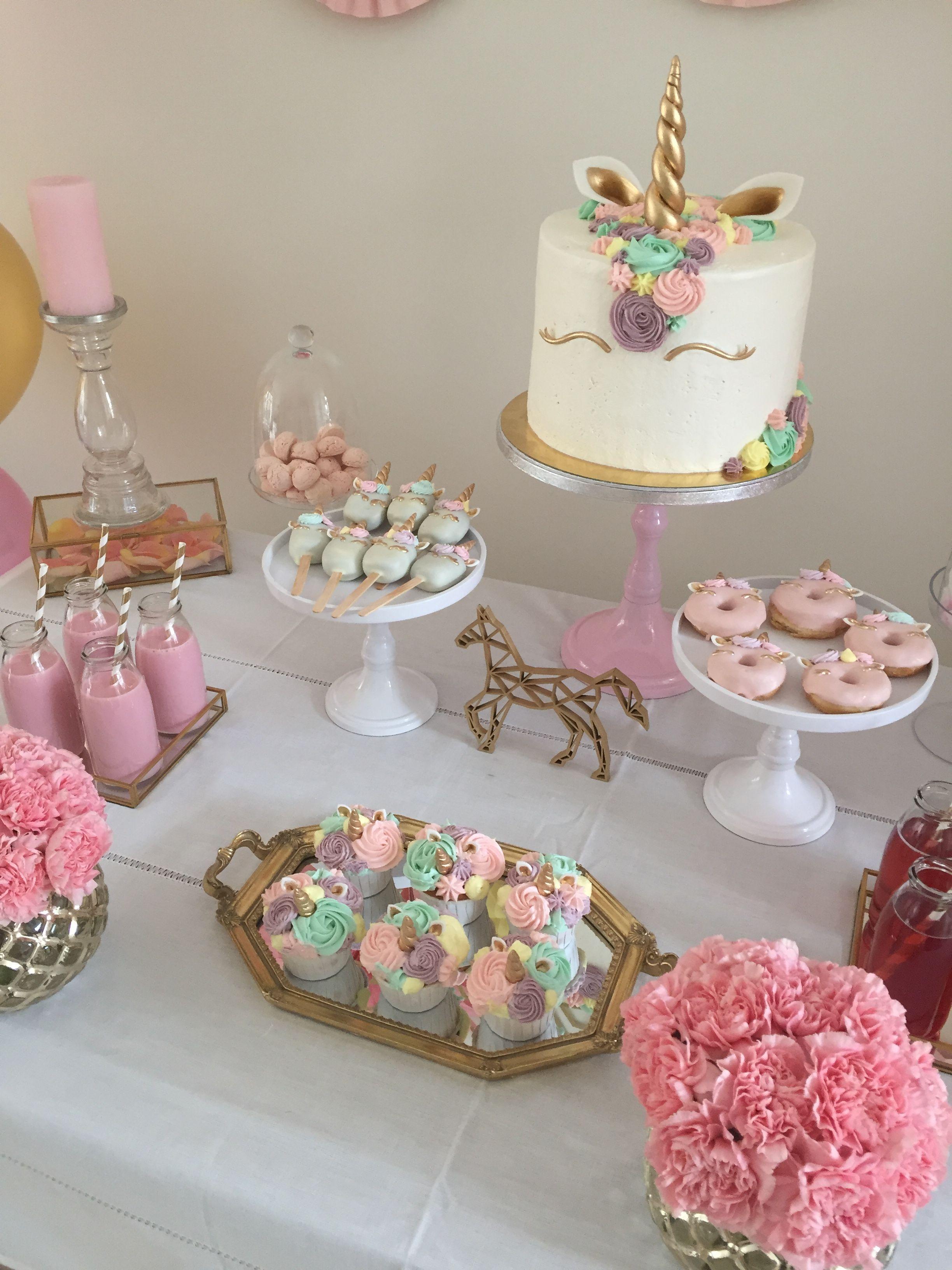 Unicorn cake unicorn cake pops unicorn donuts unicorn for Tavolo unicorno