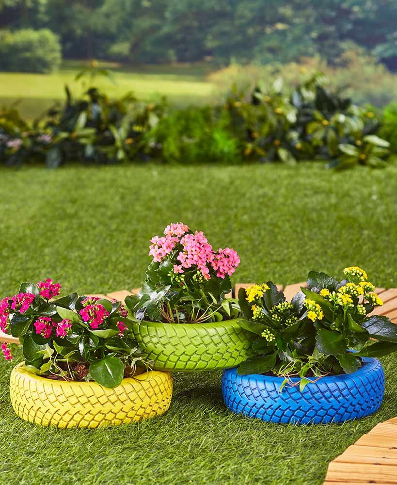 Cool way to re-use tyres #recycle #planters #garden   Outdoor ...
