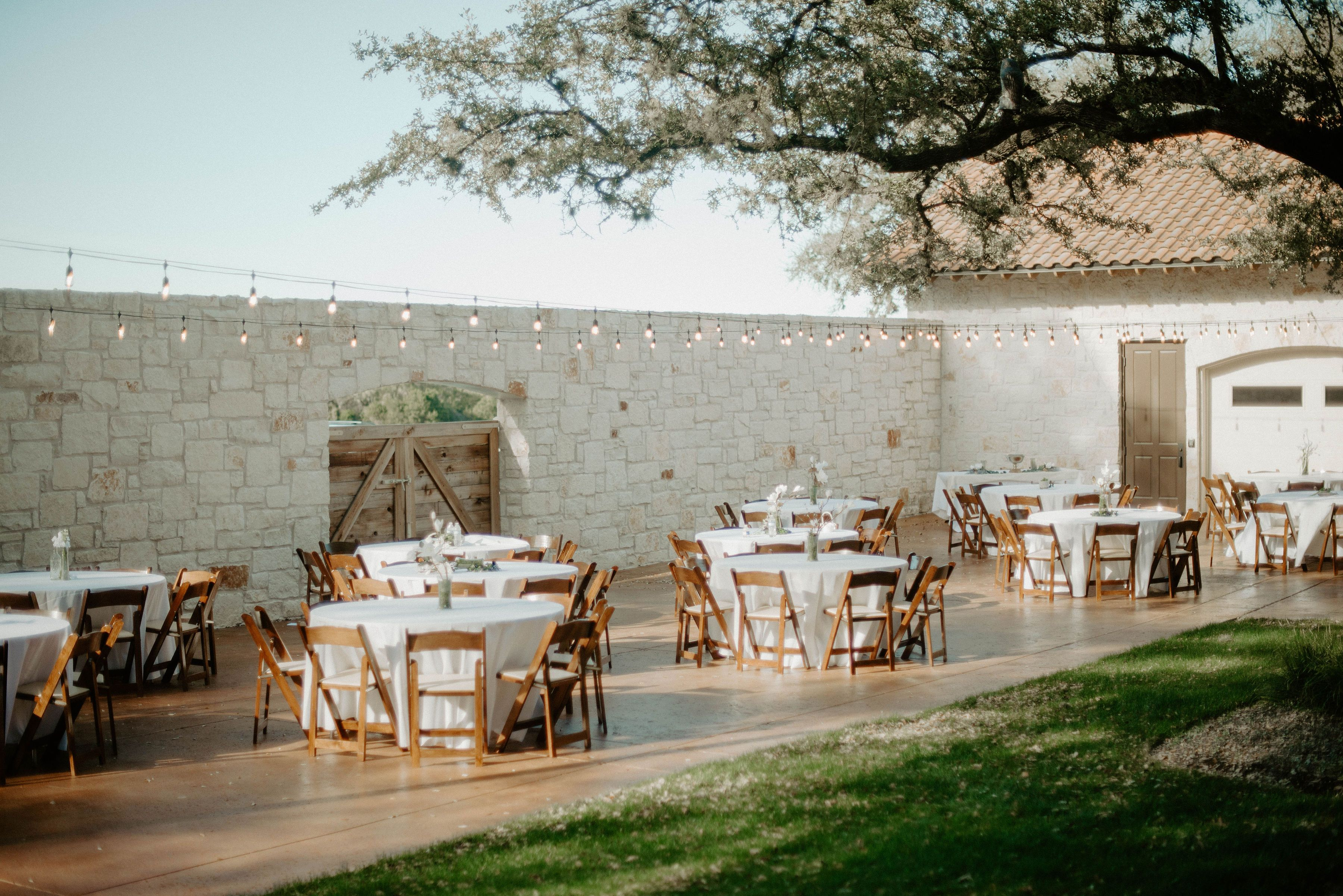 Outdoor Wedding Reception At The Courtyard Garey House Georgetown Tx Wedding Venue In 2020 Outdoor Wedding Venues Outdoor Wedding Reception Wedding Venues Texas