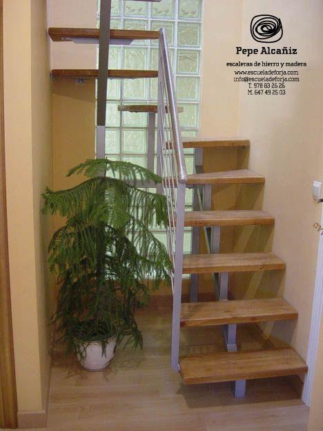 escaleras interiores pequeas Buscar con Google Diseo
