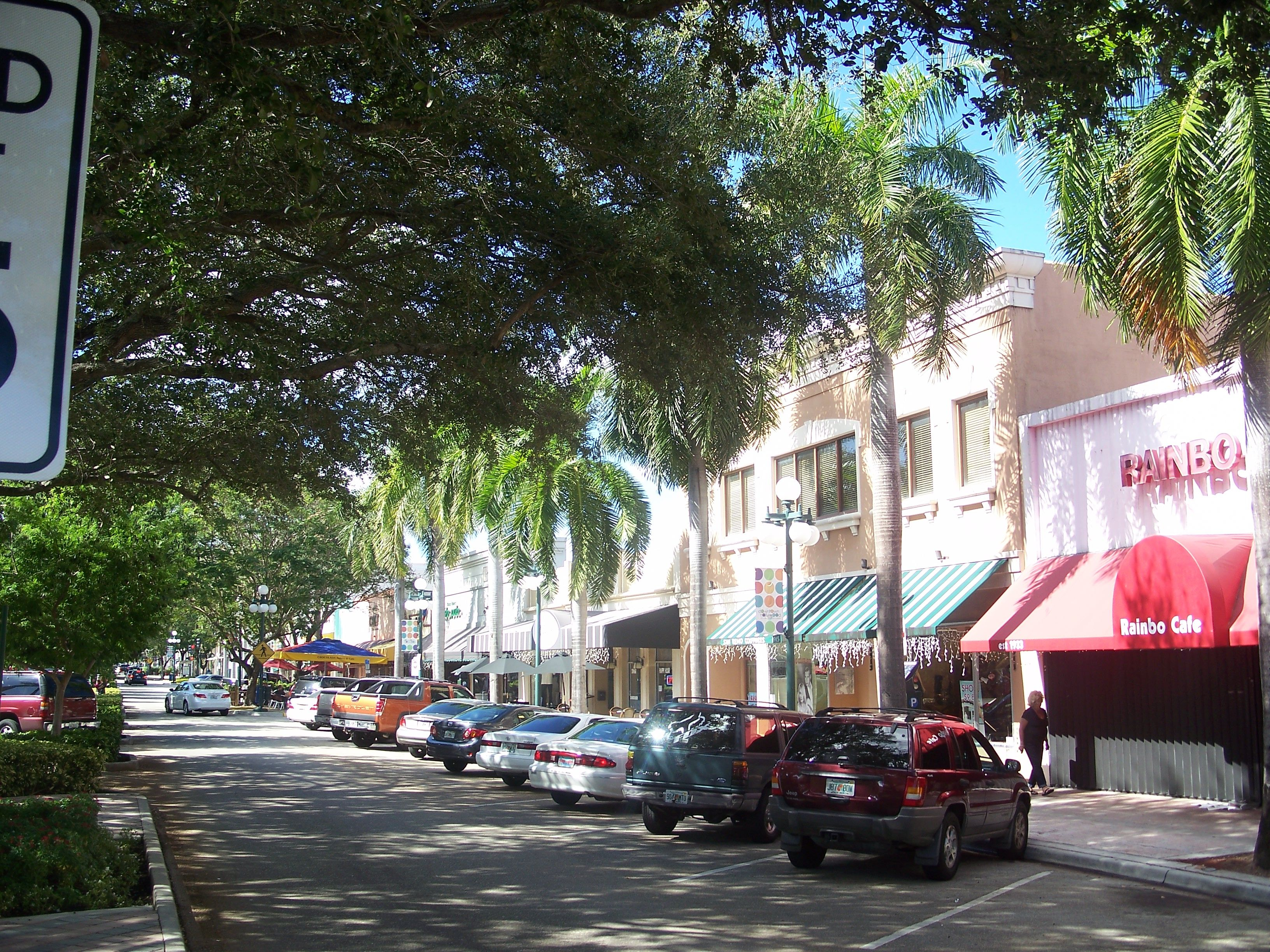 Pineapple Place Apartments In Pompano Beach Small Well Kept Property Just Across A1a Ocean Boulevard From O Pompano Beach Beach Vacation Rentals Small Hotel