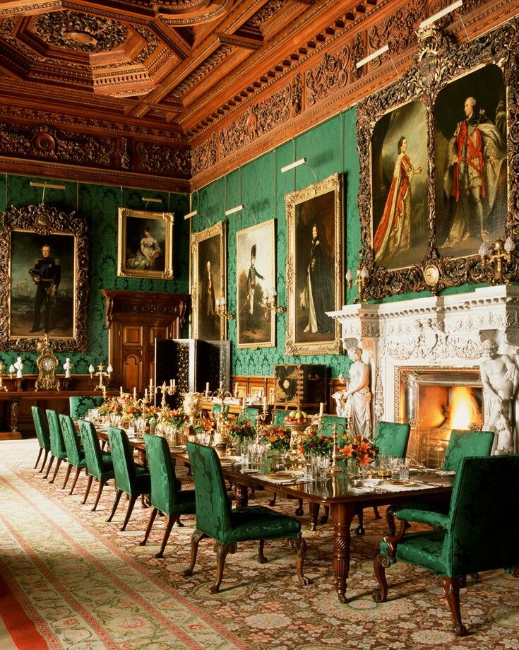 Alnwick Castle dining room has an ornately carved ceiling in ...