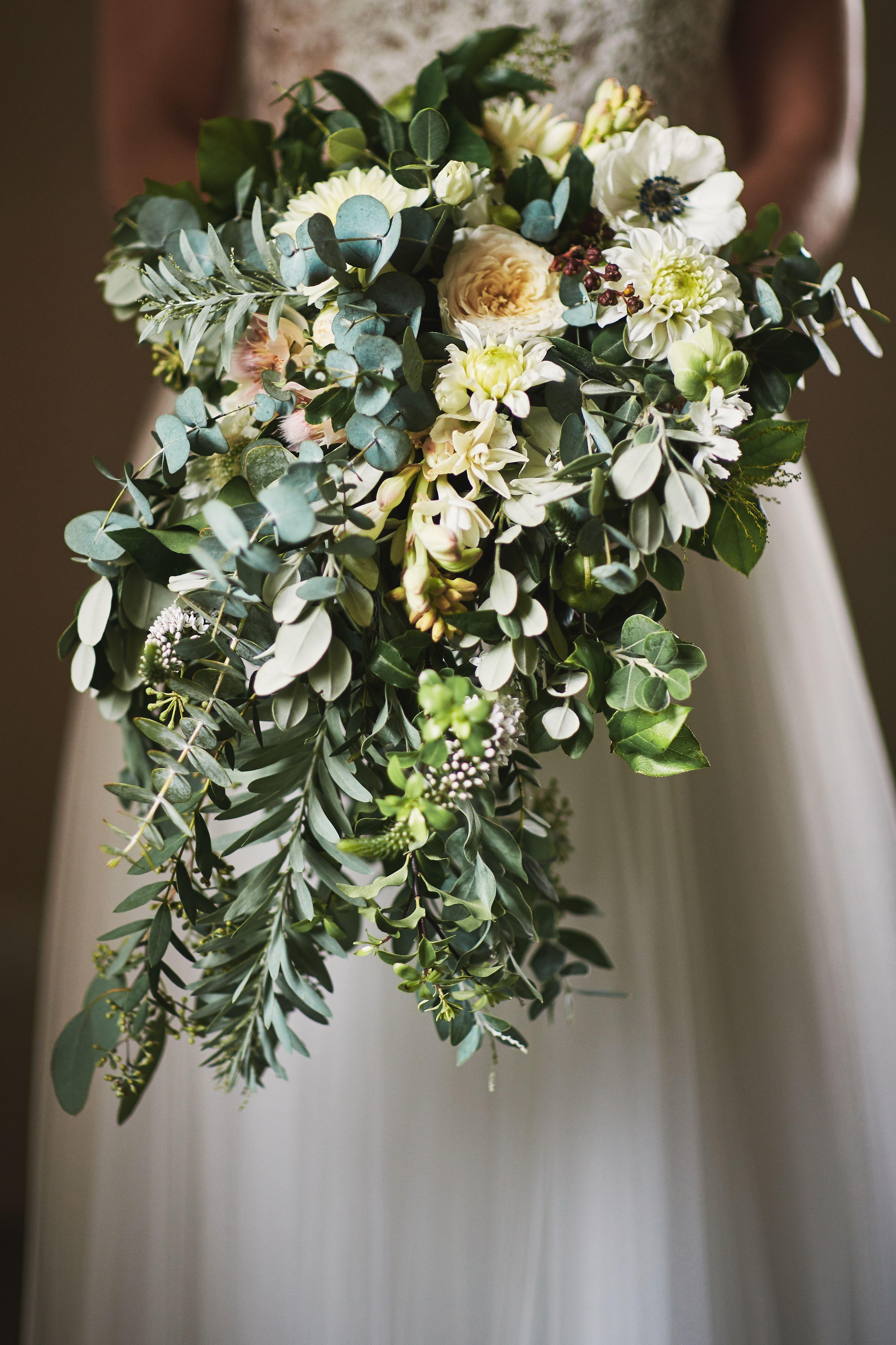 Inna Studio Wedding Bouquet Hanging Bouquet Bouquet With Lots Of Greenery Bukiet Slubny Zwisajacy Bukiet Bukiet Z Duza Iloscia Bridal Bouquet Bridal Bouquet