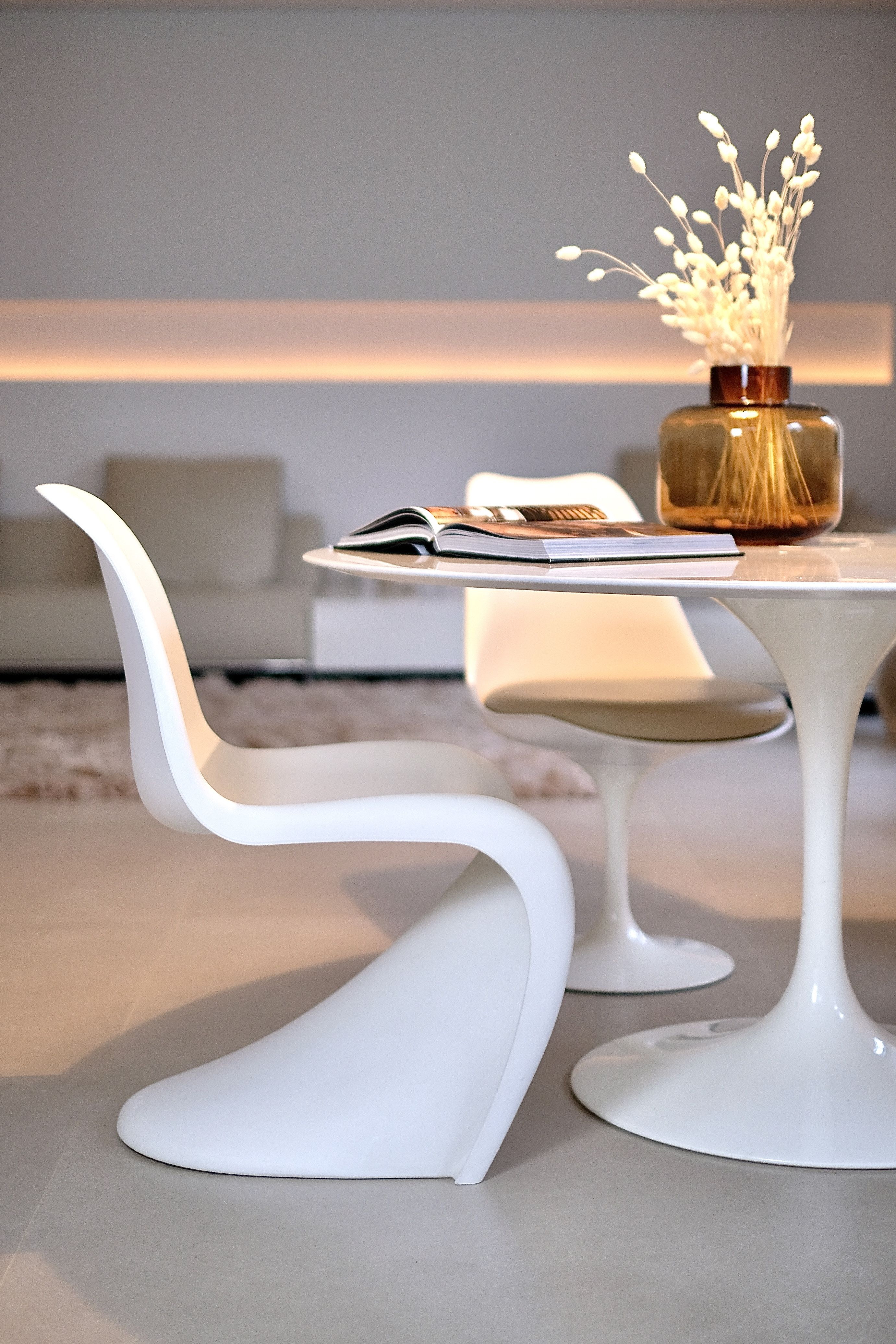 All White Living Designklassiker Saarinen Tisch Panton Chair