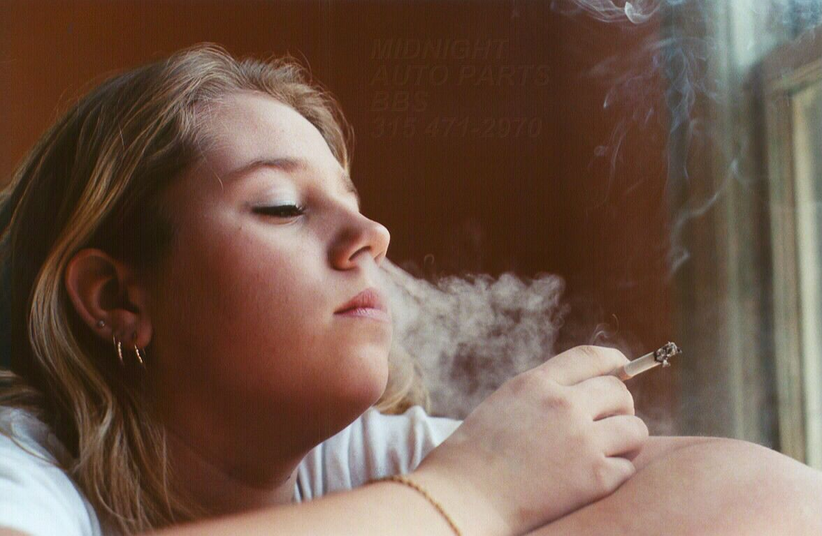 young-girls-smoking-gallery