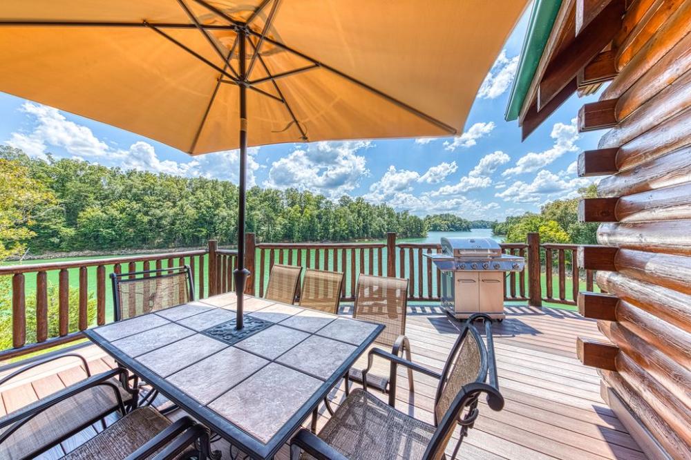 Beautiful lakefront cabin w/ dock, twolevel deck, pool