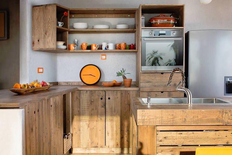 Lot central en palette 32 id es diy pour customiser sa cuisine recup bricolage customiser - Customiser des meubles de cuisine ...
