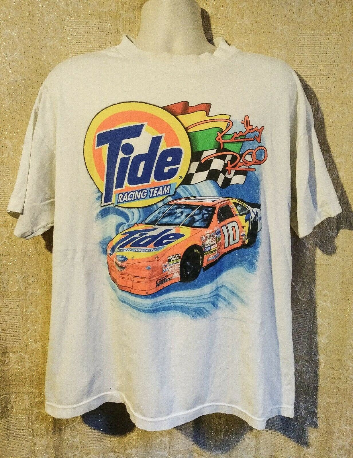 Checkered Flag Sports Ford Racing Gray Distressed Logo Men/'s T-Shirt