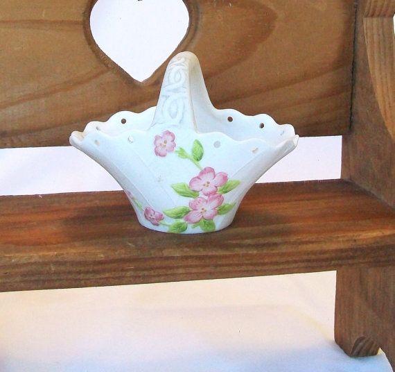 Vintage Small Ceramic Easter Basket Vase Lefton by pinkpainter