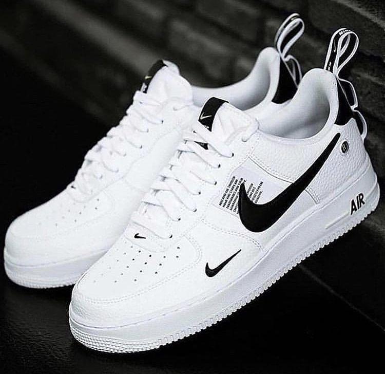 Un amour deux couleurs ! » | White nike shoes, Black nike shoes ...