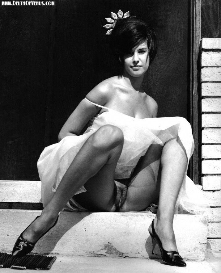 Vintage Nude S Upskirt