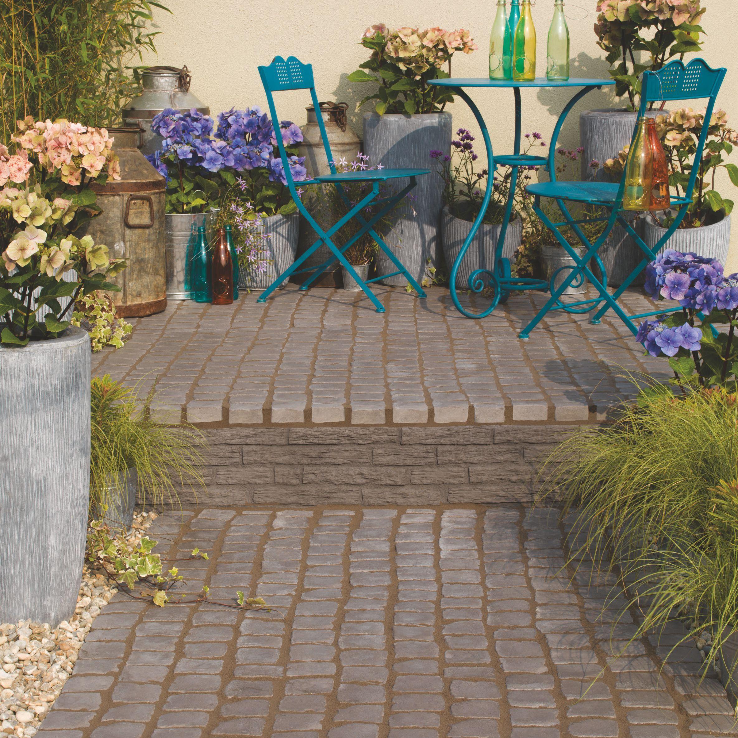 Charcoal Carpet Stone 0 5m In 2020 Garden Paving Garden Design Wooden Garden Planters