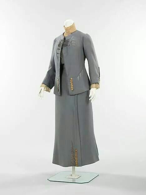 House of Paquin Spring/Summer 1910 wool walking suit.