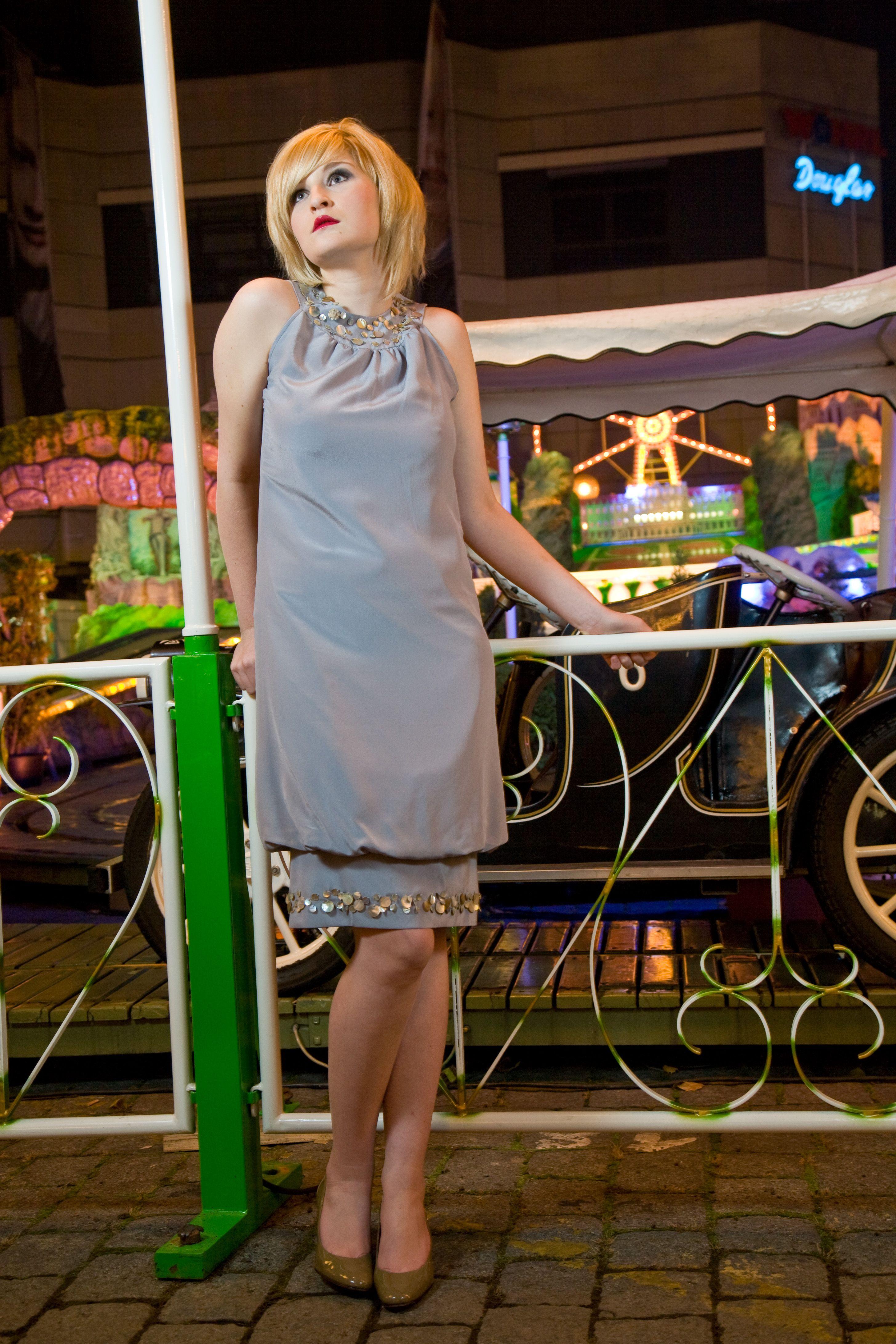 Simone Weghorn - Modedesign; La vie en rose; Cocktailkleid, grau ...