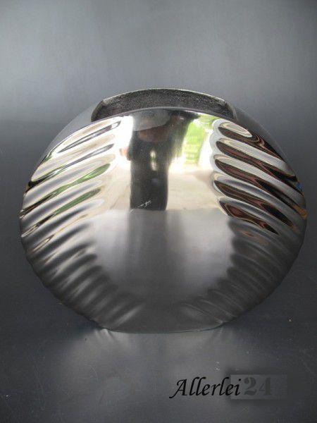 Hochwertige Blumenvase, komplett aus einem robusten Aluminium gefertigt.