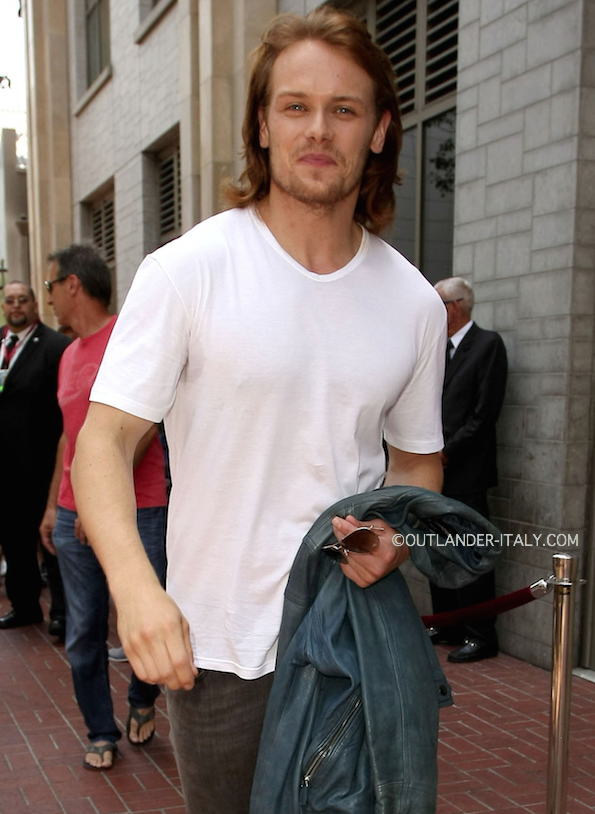 Another nice pic of Sam @Heughan at #SDCC #Outlander :) pic.twitter.com/zqYssvXSXU