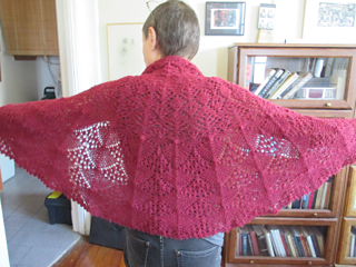 Flamenco, free knitting pattern by @zabethloisel, in 1 skein of Galler Yarns Prime Alpaca Heathers from Argyle Yarn Shop in Brooklyn, NY. This is a semi-circular, one piece shawl with a picot bind off.