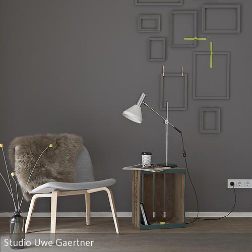 Leseecke Shabby - weiss grau wohnzimmer mit violett deko