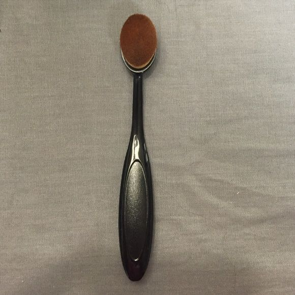 Oval Foundation Brush✨ Used once for a demo with foundation. No brand. Size comparison to magazine. Makeup Brushes & Tools